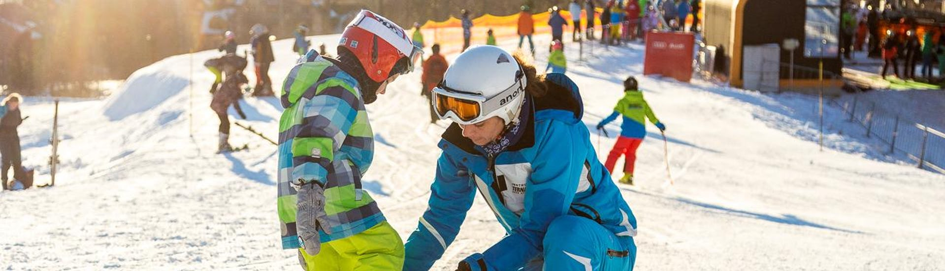 Under the supervision of an experienced ski instructor from the ski school Ternavski Snow Academy Tatranska Lomnica, a small child is getting ready for his first steps during the course Ski Instructor Private for Kids (from 4 years).