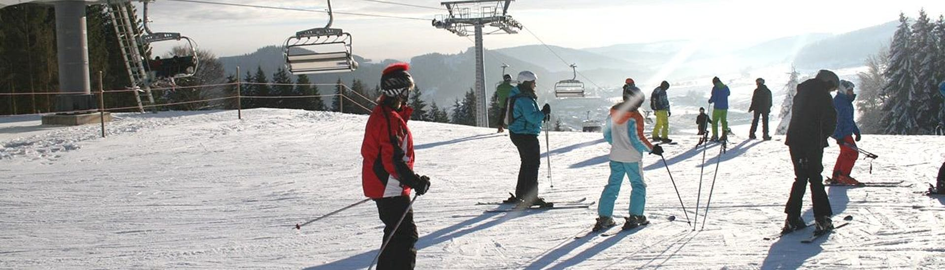 During the Ski Lessons for Adults - All Levels - Half Day, adults are learning in a group the basics of skiing under the guidance of an experienced ski instructor from the ski school Skischule Snow & Bike Factory Willingen.