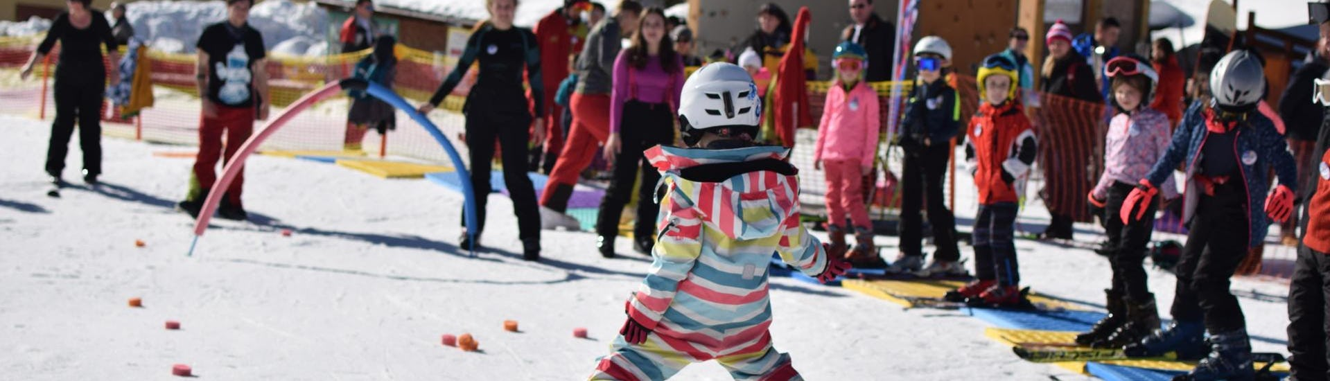 ski-lessons-for-kids---small-group---all-levels-hero
