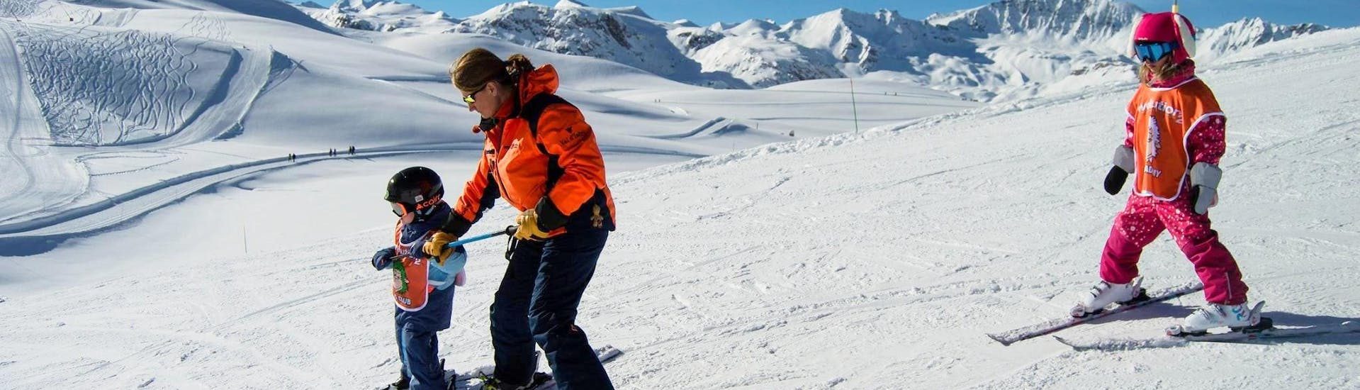 Young kids are learning how to ski with the help of their ski  instructor from the ski school Evolution 2 Val d'Isère during their Kids Ski Lessons (3-5 years) - Afternoon - Beginner.