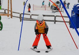 """A kid having fun in the snow with Skischule Semmering during the Kids Ski Lessons """"Bambini"""" (3-5y.) - Halfday."""