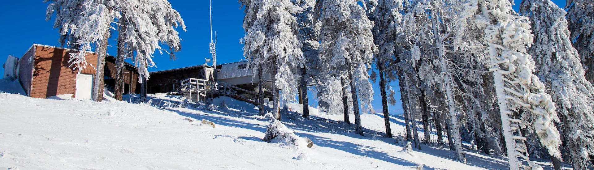 An image of the top station of the Wurmberg gondola in Braunlage, a popular ski resort where local ski schools offer ski lessons for visitors who are eager to learn to ski.