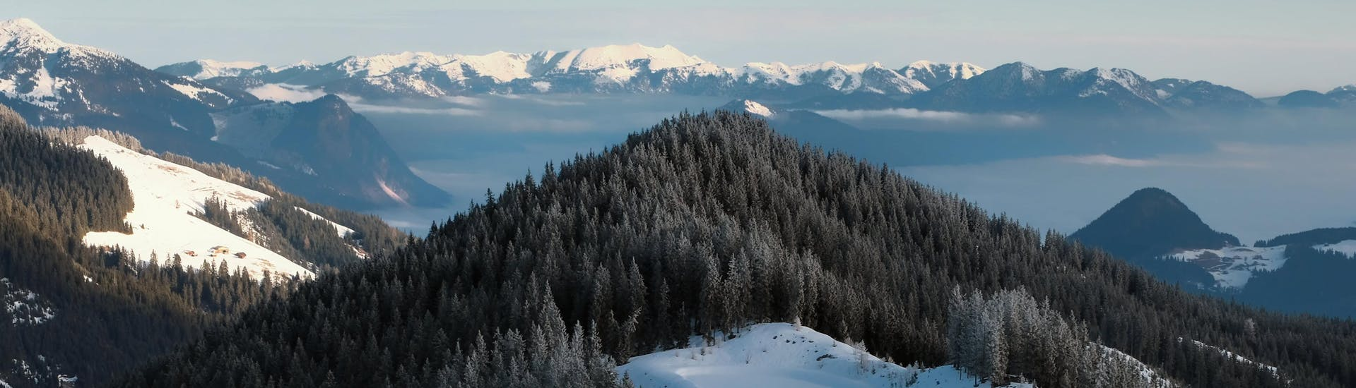 An image of the snow-capped mountains near Kaltenbach, where local ski schools take aspiring skiers for their ski lessons.
