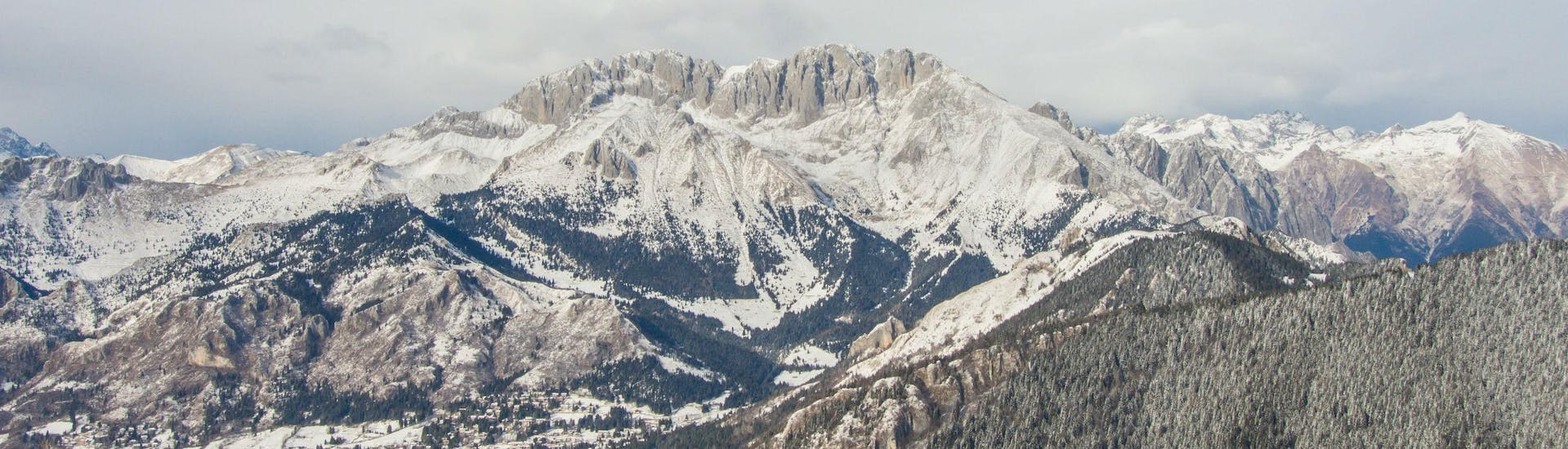 A view of the snow-capped mountains of Monte Pora in Italy, where local ski schools offer several types of ski lessons.