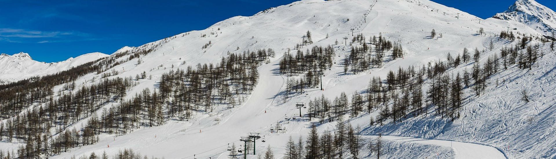 A view of the ski pistes of Sestriere, where the local ski schools offer a broad selection of ski lessons.