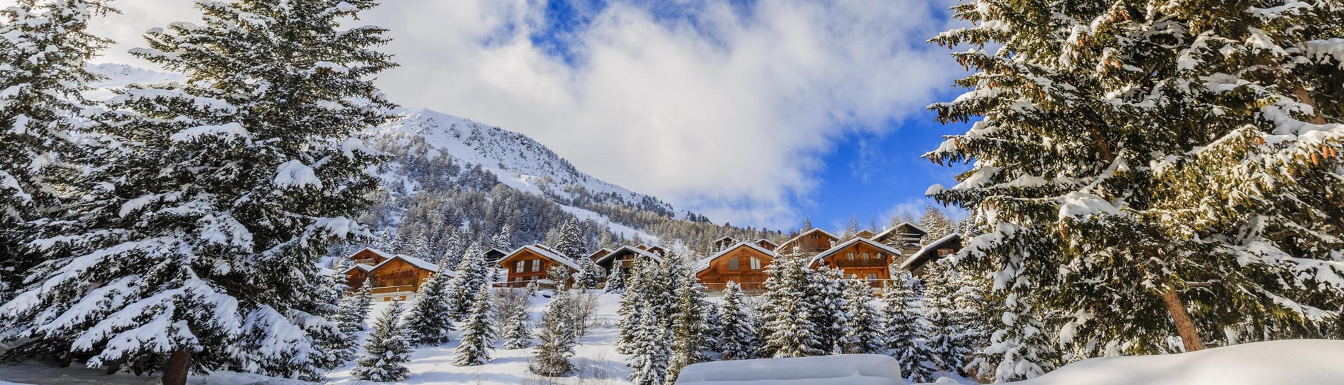 An image of the dreamy winter landscape in Thyon-Veysonnaz, a popular Swiss ski resort where visitors can book ski lessons with the local ski schools.