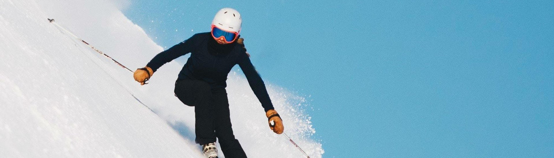 Skier proves his ability on the steep slope during his Private Ski Lessons for Adults - Megève - All Levels with the ski school Skibex.