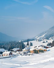 An image of the dreamy little village of Balderschwang in winter, a popular ski resort in Germany in which people can book ski lessons with one of the local ski schools.