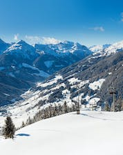 The view of the Zillertal valley awarded to all those who book ski lessons with one of the local ski schools in Zell am Ziller.
