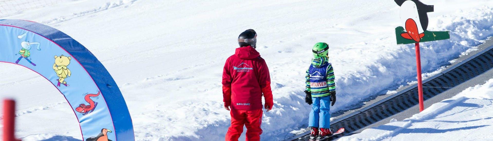 Cours de Ski pour Enfants (3 à 7 ans) - Demi-journée avec École Suisse de Ski de Mundaun - Hero image