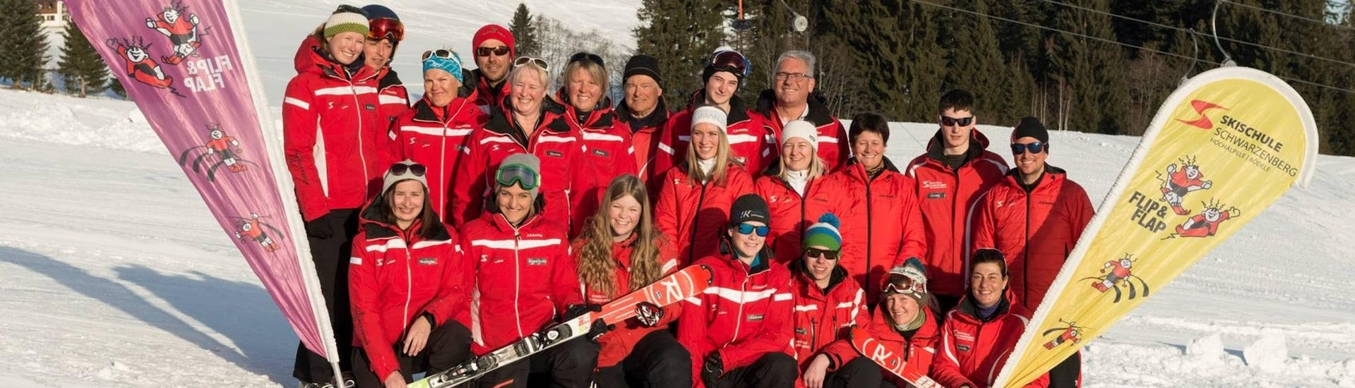 A group photo of the ski instructors from Skischule Schwarzenberg am Bödele who all look forward to welcoming guests to their ski lessons.