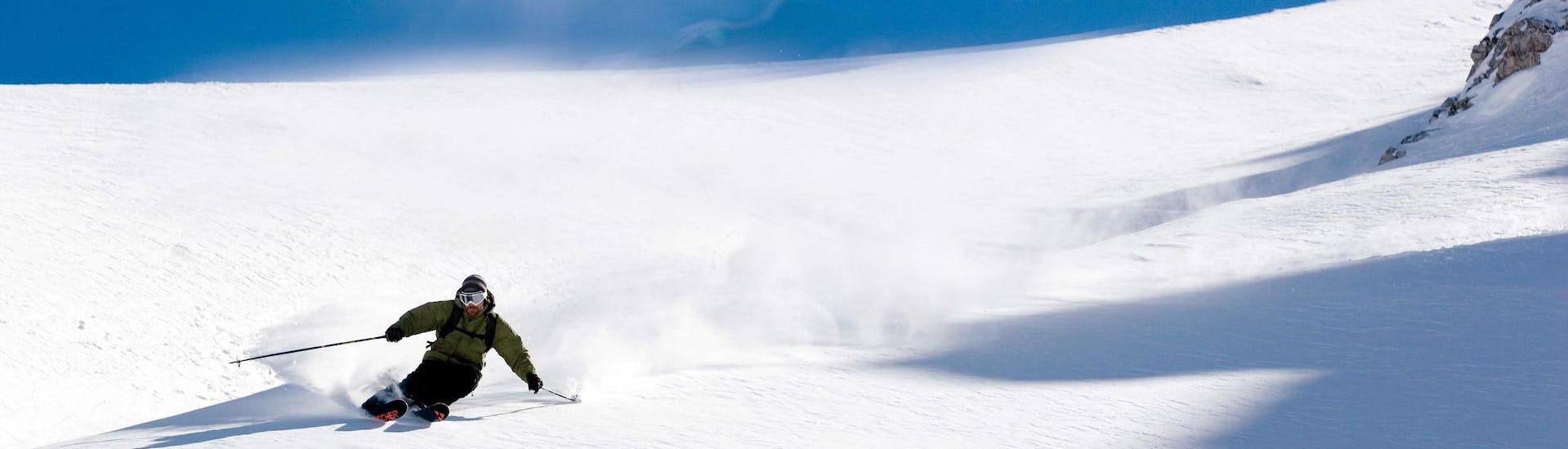 Vue sur un paysage de montagne ensoleillé lors d'un cours de ski avec l'une des écoles de ski de la station de ski Schlick 2000-Fulpmes.