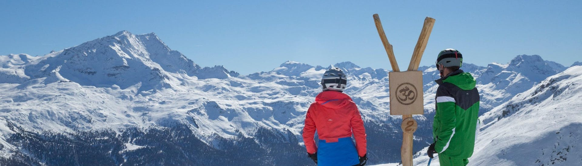 View over the sunny mountain landscape while learning to ski with the ski schools in St. Moritz.