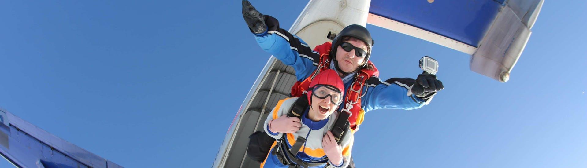 Skydiving (c) Shutterstock
