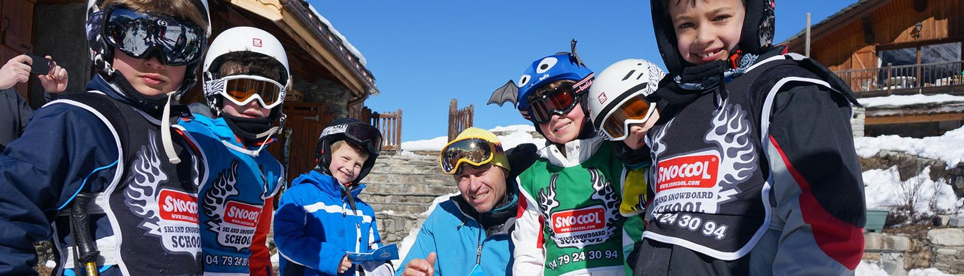 Children are having fun during group ski lessons in the ski school Snocool which offers lessons in Tignes, Val d'Isère and Sainte-Foy-Tarentaise.