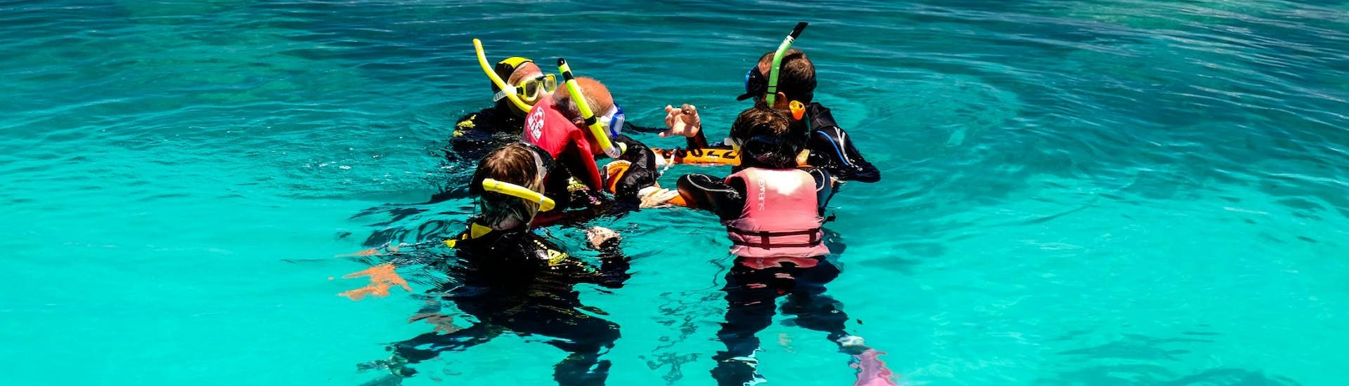 During the Snorkeling excursion in the Great Barrier Reef from Cairns, a guide from Ocean Spirit Cruises is briefing a group of snorkelers.
