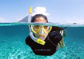Woman snorkeling in Sainte-Maxime with H2O Saint-Maxime.
