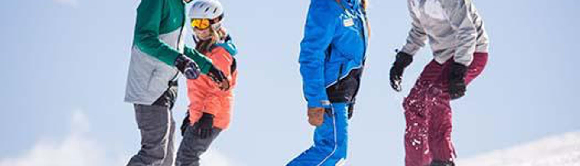 Snowboarders ride down the piste in a relaxed way during their Snowboarding Lessons for Kids & Adults - All Levels with the ski school Skischule Zugspitze-Grainau.
