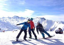 Three boys take a break on the snow; snowboarding lessons for Kids & Adults - Half Day - Advanced of the ski school Skischule Ischgl Schneesport Akademie have made them happy.