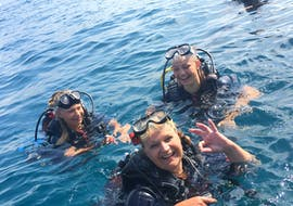 A family just completed their SSI Discover Scuba Diving in Fréjus with Alpha Beluga Plongée.