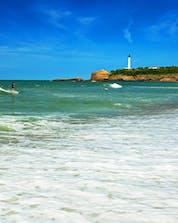 Surfing Biarritz (c) Shutterstock