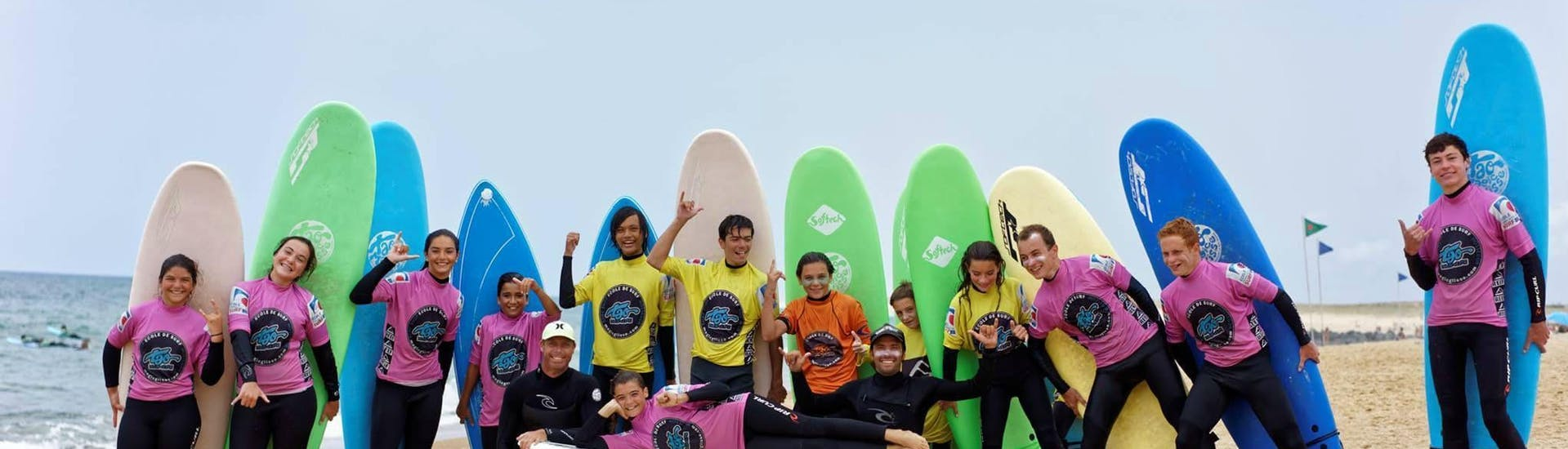 Children are having Surfing Lessons on the Plage Sud in Hossegor in Low Season with their instructor from Tao Magic Glisse.