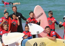 Children are having Surfing Lessons on the Plage Sud in Hossegor in Low Season with the instructor of Tao Magic glisse.