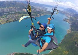 A man is having a flight during his Tandem Paragliding at Lake Annecy - Ascendance activity with FBI Parapente.