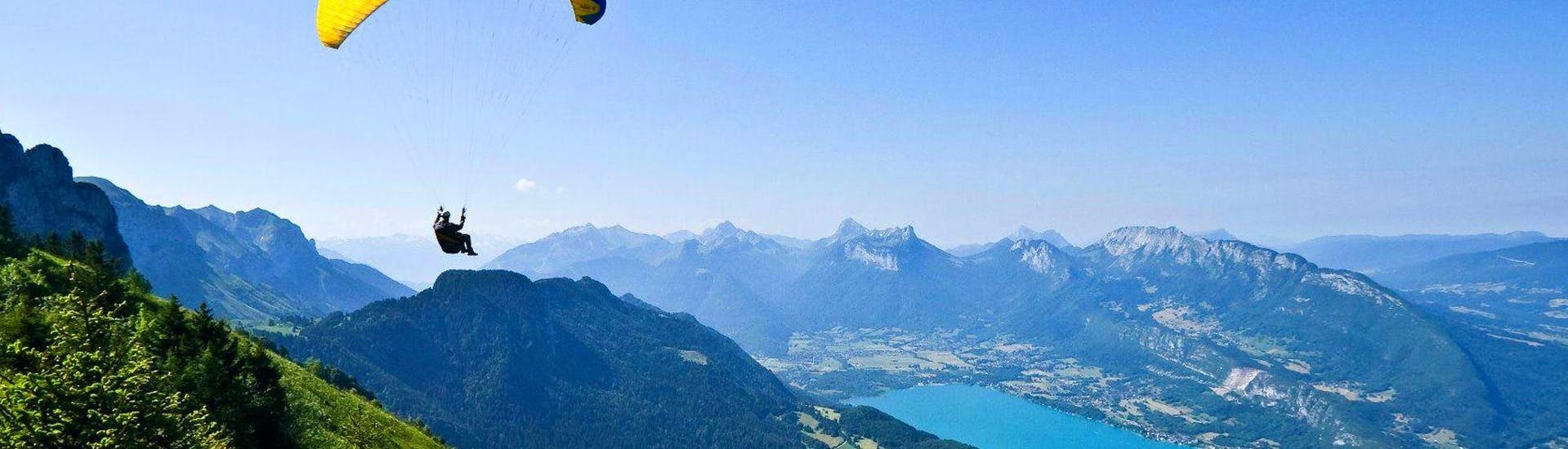 A person is enjoying his Tandem Paragliding in Lake Annecy - Discovery activity with Flyeo.
