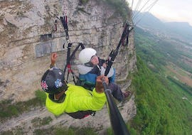 A kid is enjoying their Tandem Paragliding for Kids above Aix-les-Bains with Takamaka Aix Les Bains.