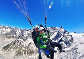 A tourist is doing a Tandem Paragliding Flight in Plan de l'Aiguille - Freestyle with Air Sports Chamonix.