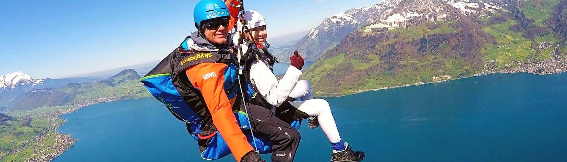 tandem-paragliding-in-niederbauen-thermic-skyglide-hero