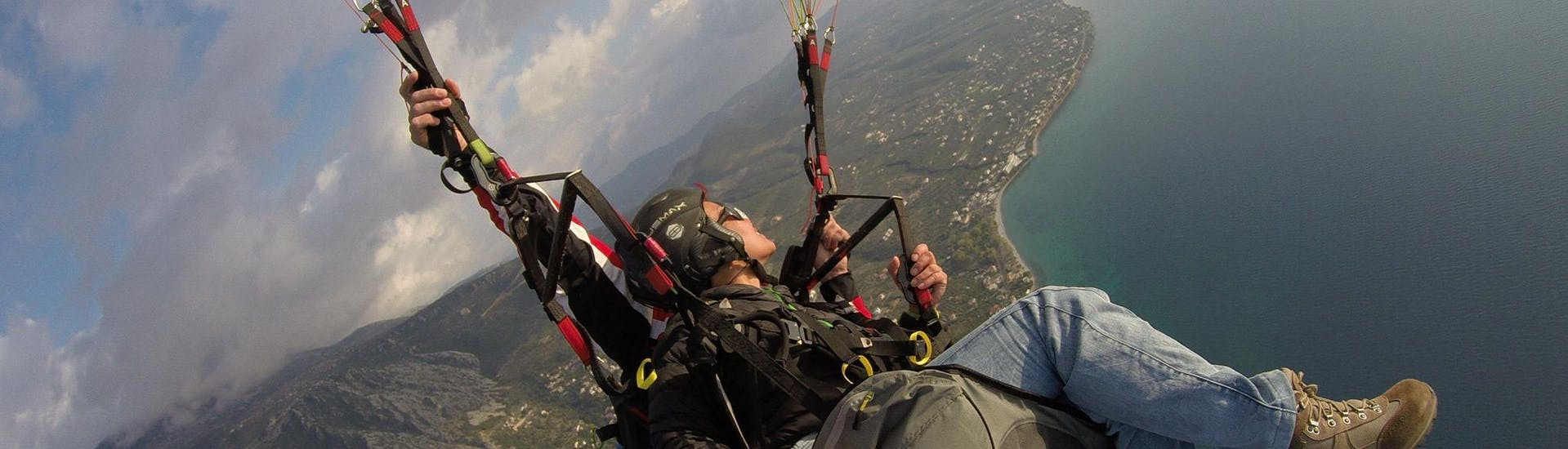 tandem-paragliding-long-flight-in-winter-athens-O2-paragliding-hero