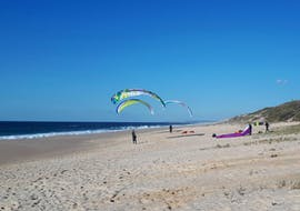 With Flytrip, you can go Tandem Paragliding at Praia das Areias Brancas directly on the beach which offers perfect thermal conditions for paragliding.