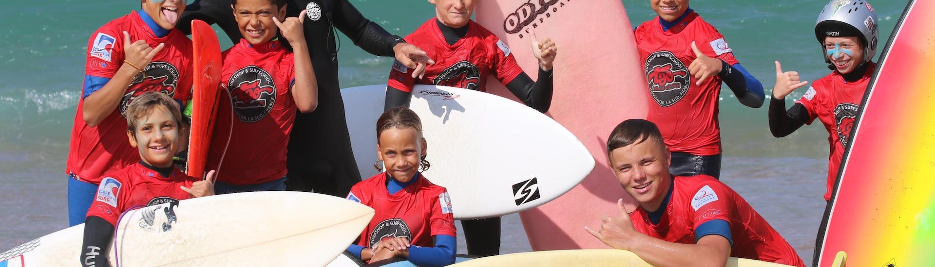 Children has a Surfing Lessonson the Plage Sud in Hossegor in Low Season with their instructor from Tao Magic Glisse.