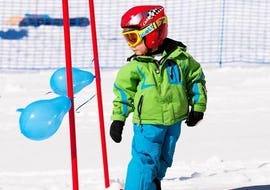"""A kid is enjoying the first steps on skis during the Trial Kids Ski Lessons """"Dreamland"""" (4-6 years) - Beginners with an instructor from the ski school NTC Skischule Oberstdorf."""