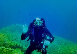 A person is participating to Trial Scuba Diving in Golfe d'Ajaccio for Beginners activity with Maeva Plongée.
