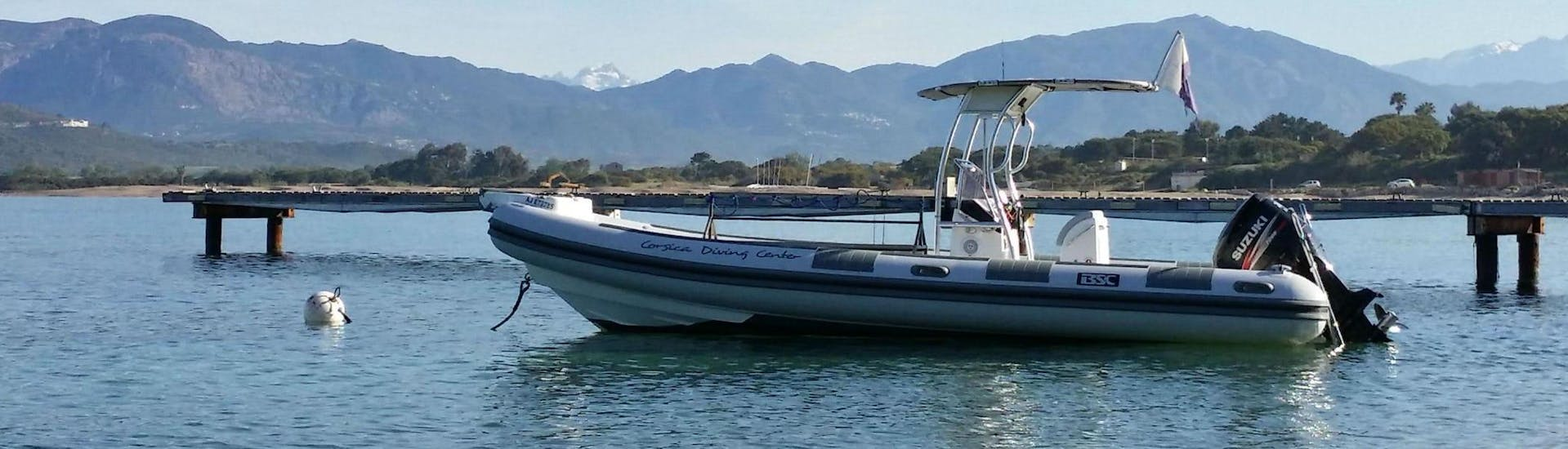 A picture of the boat for the Trial Scuba Diving in Golfe d'Ajaccio for Beginners activity with Maeva Plongée.