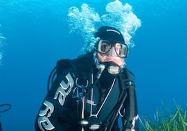 A diver is underwater for his Trial Scuba Diving in Saint-Tropez  with European Diving School.