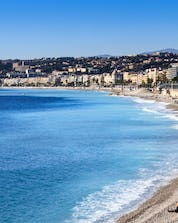 An image of the clear blue water of the French Riviera and the famous beach promenade that is visible to those who partake in some water sports in Nice.