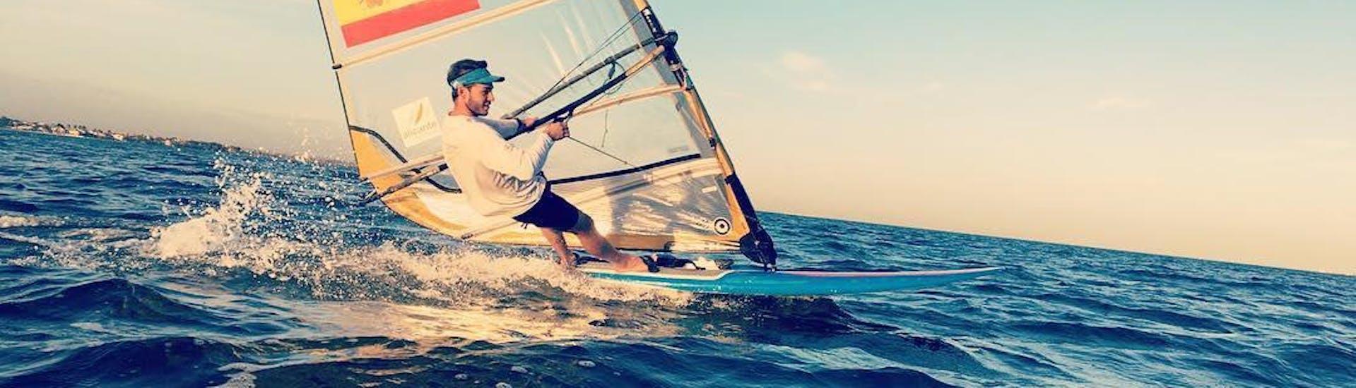 private-windsurfing-lessons-in-valencia---beginner-hero-1
