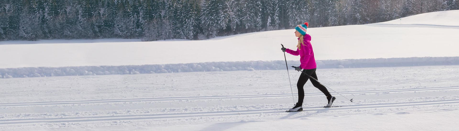 Woman-on-a-cross-country-skiing-lesson