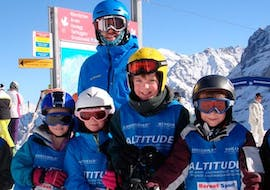A group of kids smiling during their kids ski lessons for all levels with skischule Altitude in Grindelwald and Wengen.