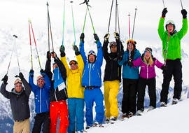 A large group of adults cheering on the slope during their adult ski lessons for all levels with skischule Altitude in Grindelwald and Wengen.