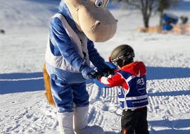 """Kids are doing a Kids Ski Lessons """"Wonderland"""" (from 3 y.) for Beginners with Element3 Ski School Kitzbühel."""
