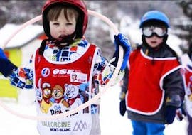 Children play at the practice area during the Private Ski Lessons for Kids - Low Season - All Levels with the ski school ESF Vallorcine.