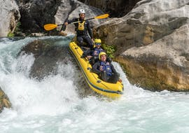 Three men are navigating their dinghy through the rocks while rafting on the Cetina River with Active 365.
