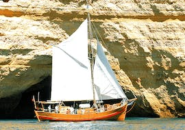 """A group of vacationers discovers the fascinating rock formation of the Algarvian coast in Albufeira on their Boat Tour """"Captain Hook Cruise"""" together with a local skipper from Dream Wave."""