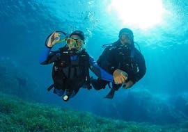 A person is participating to Trial Scuba Diving in Îles Cerbicale for Beginners with Le Kalliste Plongée.