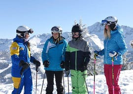 People doing adult ski lessons for beginners with skischool Hopl in schladming.